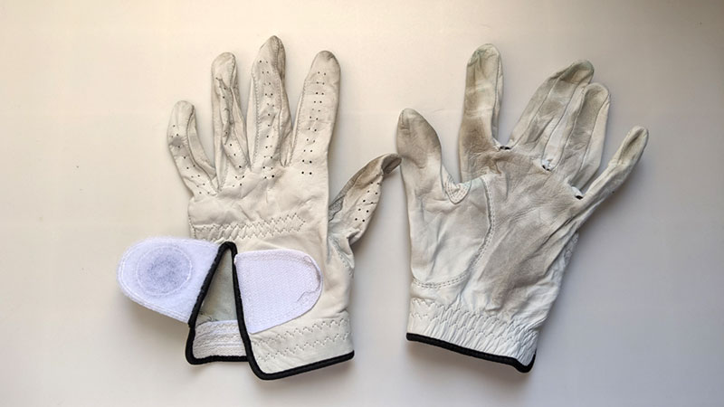 Clean leather golf gloves