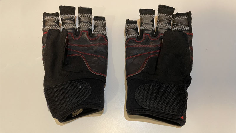 how to stretch leather gloves