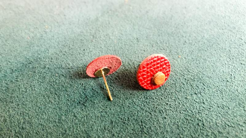 how to make leather stud earrings